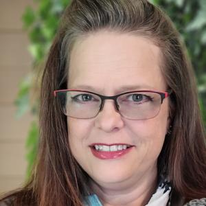Julie Bredesen - art college instructor, graphic design